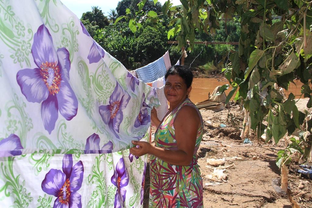 Vera Lúcia aproveitou a estiagem para limpar a casa e retomar a rotina