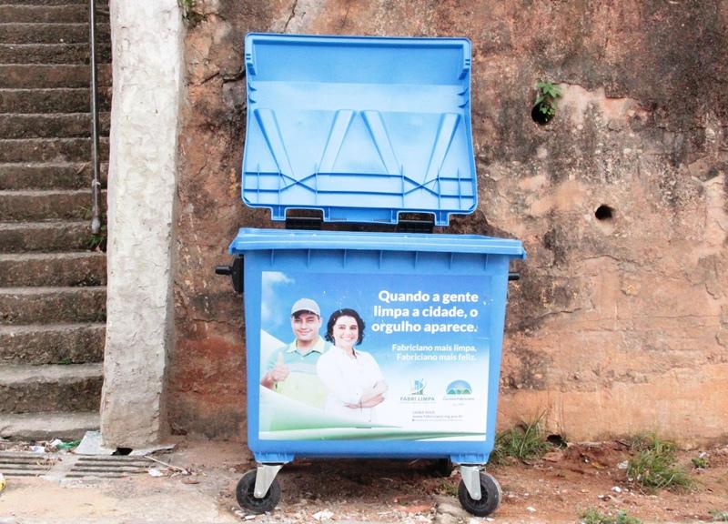 Fabriciano instala 300 novas lixeiras na cidade