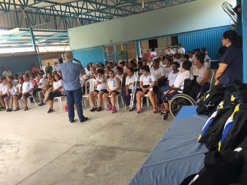 Fabriciano entrega Kits escolares para APAE