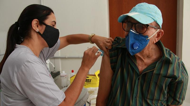 Fabriciano promove Dia D de Vacinação contra Covid para idosos acima de 68 anos